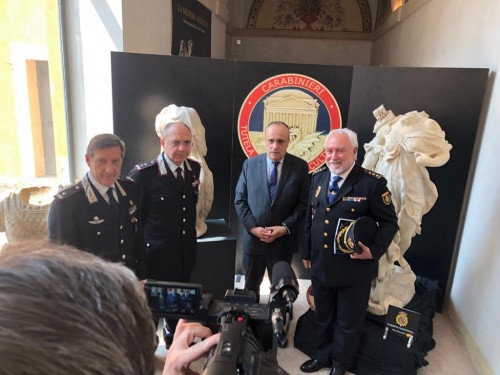 La Policía Nacional recupera tres piezas artístico-históricas sustraídas en parques públicos y privados de Roma
